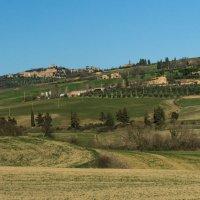 Холмы и городки долины Вал д'Орча :: Надежда Лаптева