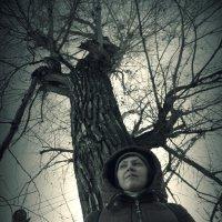 Портрет на фоне тополя :: Алексей Хвастунов
