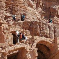 Туристы *археологи * :: Николай Танаев