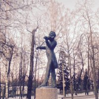 памятник Иогану Штраусу в Павловске :: Елена