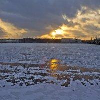 В час когда солнце встает над Невой... :: Senior Веселков Петр