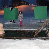 Крещенская прорубь. :: Наталья Золотых-Сибирская