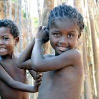 Счастливые дети Мадагаскара :: Евгений Печенин