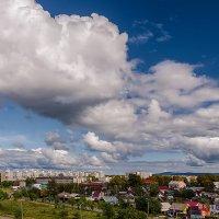...и плывут облака над городом. :: Виктор Иванович