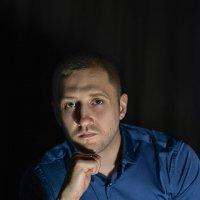 """""""Мужской портрет в темном интерьере"""" :: Дина Агеева"""
