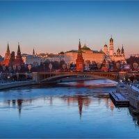 Городской пейзаж на закате. :: Михаил Волков