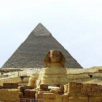 Сфинкс на фоне пирамиды. :: Лия ☼