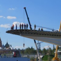 Парящий мост в Зарядье  Почти закончен :: Вера Щукина
