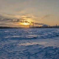 Закат над замёрзшей Невой :: Наталья Левина