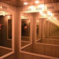 В лабиринте зеркал :: Владимир Пушкарский