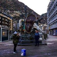 скульптура Сальвадора Дали в подарок Андоре :: Александр Липовецкий