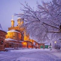 Крутицкое подворье зимним утром :: Игорь Соболев
