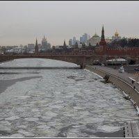 Москва. Вид с Парящего моста :: Михаил Розенберг