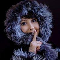 Девушка просит не восхищаться ее красотой :: vladimir