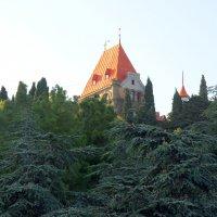 Дворец княгини Гагариной в курортном поселке Утес. :: Валерий Новиков