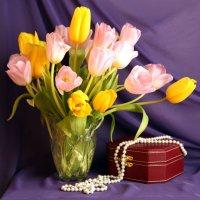 Тюльпаны и жемчуг. :: Снежанна Родионова