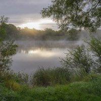 На речном бережку на восходе. :: Igor Andreev