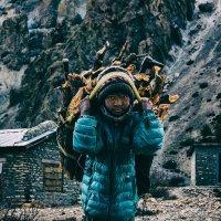 Житель одной из деревень в районе Аннапурны, Непал. Декабрь 2017. :: Игорь Сон