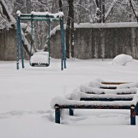 Снег балуется:-) :: Лариса Валентинова