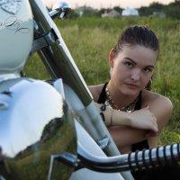 Девушка на мотоцикле :: Владимир Миняйлов