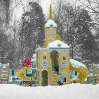 На детской площадке :: Виталий