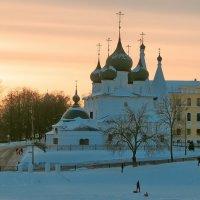 На закате солнечного февральского дня :: Николай Белавин