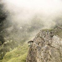 Весенний туман... Гора Демерджи... :: Сергей Леонтьев