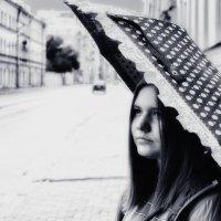 Девушка с зонтом(2) :: Игорь Свет
