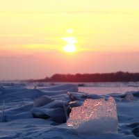 На Волге зимнем вечером. :: Александр Карманов