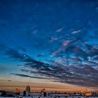 Питер закат с луной :: Юрий Плеханов