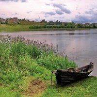 Деревянные лодки на берегу озера :: Александр