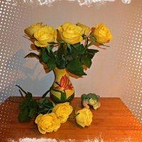 Жёлтые розы и лягушка-квакушка :) :: Nina Yudicheva