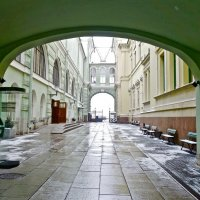 выход на Дворцовую набережную с Миллионной улицы :: Елена