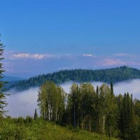 Туман гуляет над долиной :: Сергей Чиняев