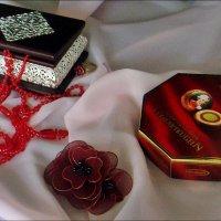Бижутерия и конфеты :: Нина Корешкова