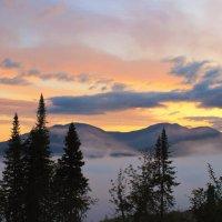 На рассвете в горах :: Сергей Чиняев