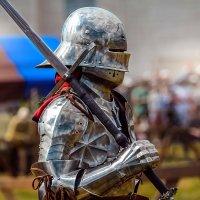 Рыцарь с цвайхендером :: Елена Оберник