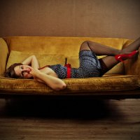 На диване :: Анастасия Задорожко