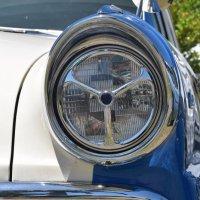 Глазки у старых моделей машин добрее были. :: Лара Гамильтон