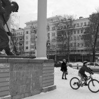Велосипедист зимой :: Валерий Михмель