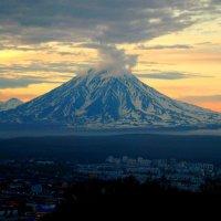 город под стражей вулкана :: Андрей