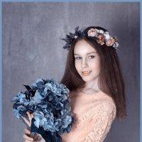 девушка с гортензией :: Мила Гусева