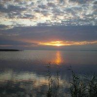 Рассвет на озере :: Николай