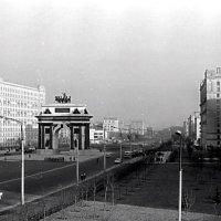Триумфальная арка на Кутузовском проспекте. 1970 год :: alek48s