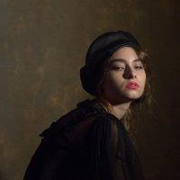 Девушка в черном берете :: Yury Mironov