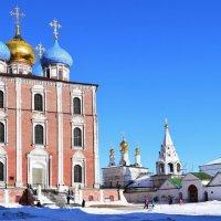 Рязань... кремль....Архитектурная доминанта кремля – Успенский Собор. :: Galina Leskova