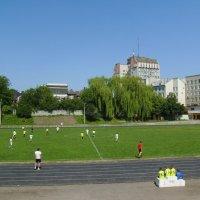 На   стадионе   ДЮСШ   Ивано - Франковска :: Андрей  Васильевич Коляскин