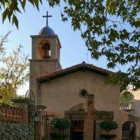 Церковный двор в мексиканской деревне :: Юрий Поляков