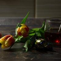 тюльпанчики и чай... :: Валентина Папилова