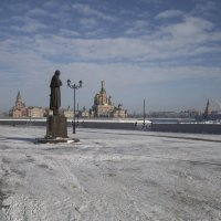 Памятник Н.В.Гоголю нв Йошкар-Оле :: Анатолий Грачев